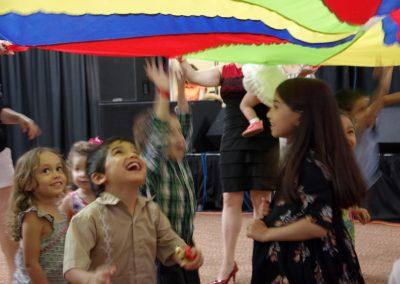 Celebrando2016_ChildrenParachute